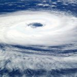 【車】台風対策は事前の準備が大事|ガラス・傷・横転などから守る方法